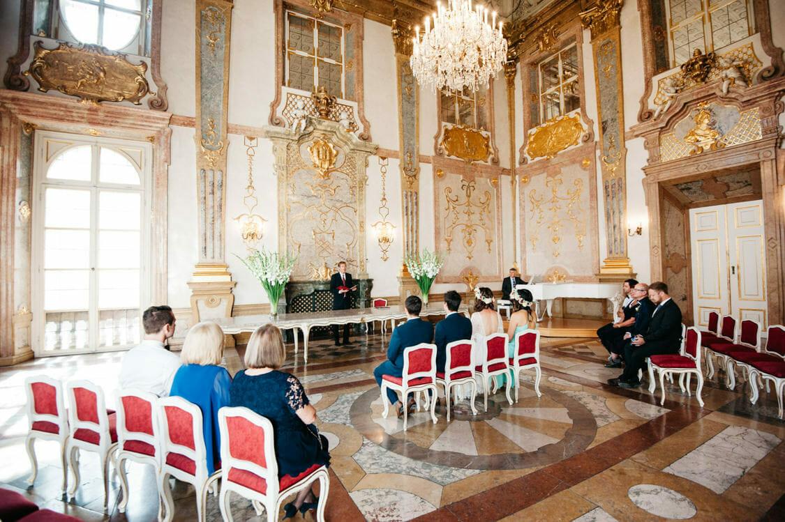 Elopement Hochzeit Salzburg Schloss Mirabell Marmorsaal Mirabellgarten 003