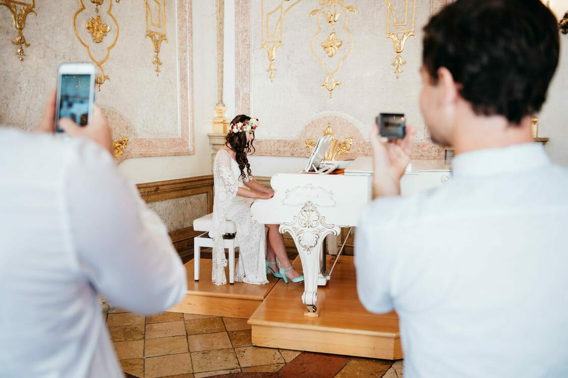 Elopement Hochzeit Salzburg Schloss Mirabell Marmorsaal Mirabellgarten 009