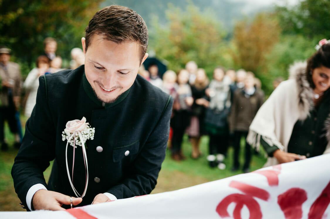 Hochzeitsfotograf Salzburg Abtenau Sonnleitn Bauernhof Tracht Lederhose Dirndl 043