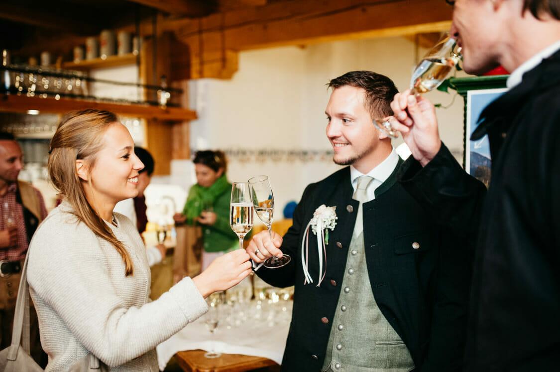 Hochzeitsfotograf Salzburg Abtenau Sonnleitn Bauernhof Tracht Lederhose Dirndl 050