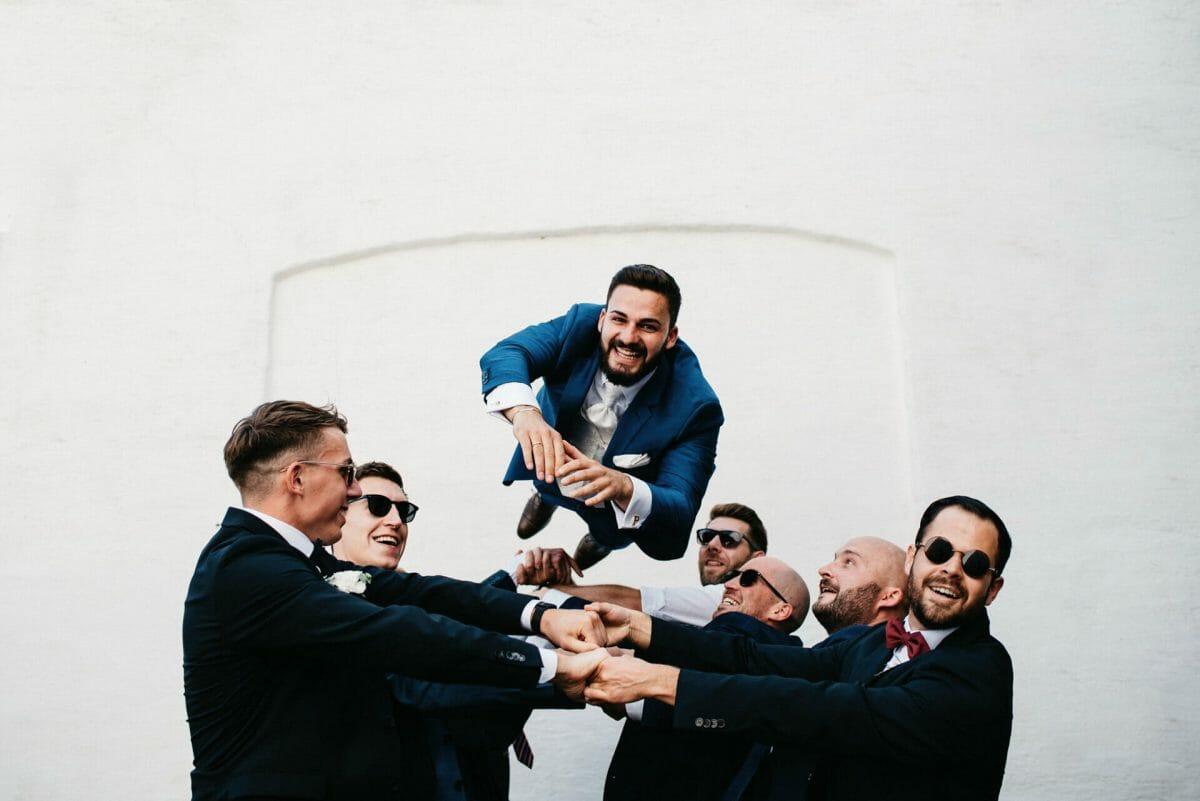 Hochzeit Braeutigam Fliegt